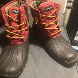 Super comfortable sperry duck  boots!
